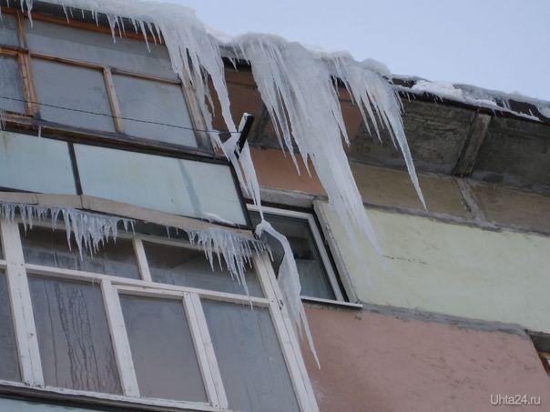 Вот так следит за состоянием крыш ЖЭУ-10. Фото сделано прошлой зимой. Разное Ухта