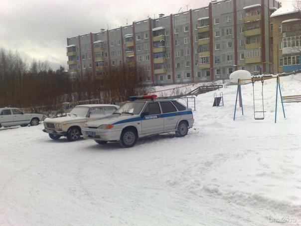 зимой можно и на детской площадке парковаться  Ухта