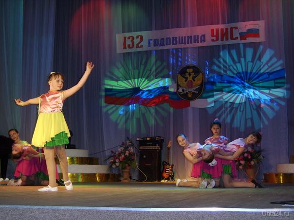 """На сцене ДК п.Ярега танцевальная группа """"Веста"""".Танец """"Волшебные цветы"""" Мероприятия Ухта"""