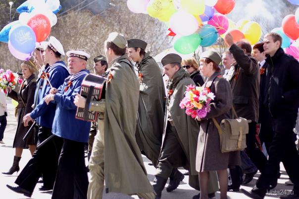 9.05.2011г. Шествие солдат и морячков :)) с баянистом.... Мероприятия Ухта