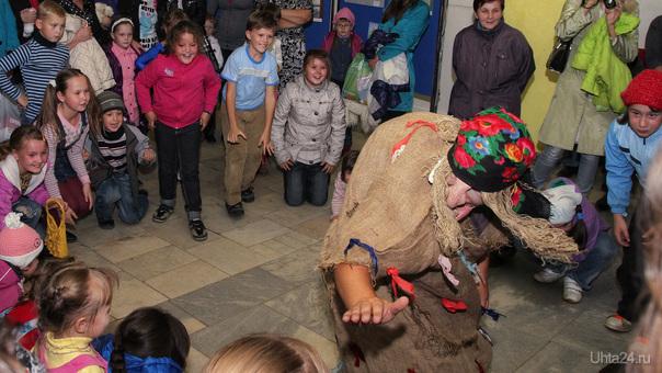18 сентября 2011 г. Детский Парк новоселье Бабы Яги.  Ухта