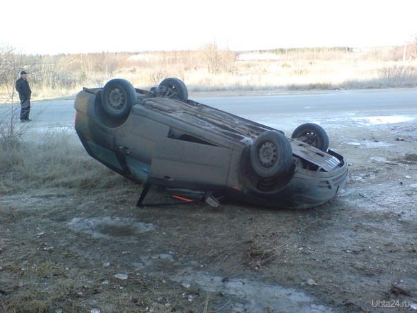 авария на трассе ухта-сыктывкар в п.Чиньяворык.Водитель автомобиля форд фокус не справился с управлением.  Ухта