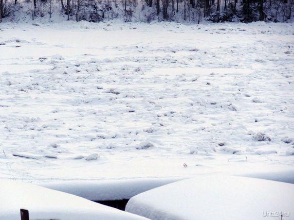 Ледовый затор на реке Ухта в районе Шудаяг.  Ухта