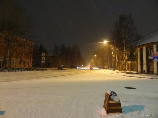 Ночь, зима, перекрёсток. Улицы города Ухта