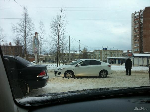 Возле городской больницы, загородил проезд, а так же стоял на встречке. Нарушение ПДД Ухта