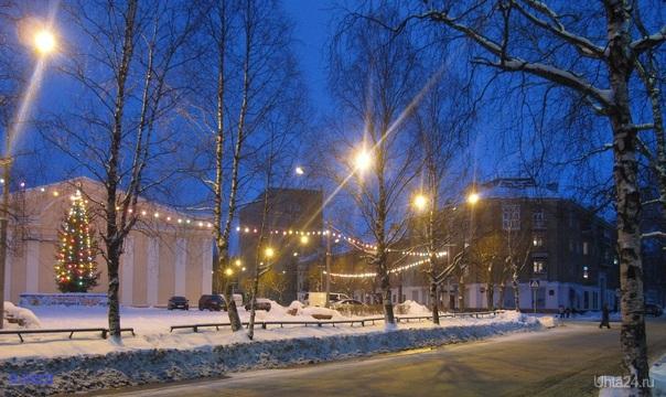 Улица Первомайская, новогодние огоньки.  Ухта