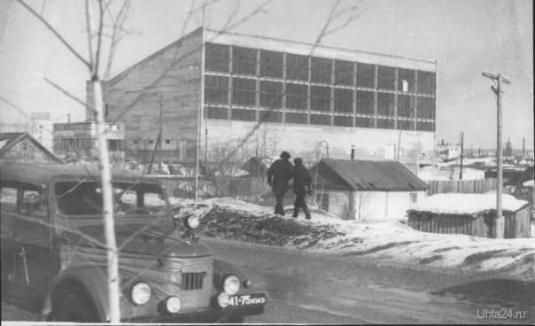 Возможное это -где-то 1976 г. т.к. бассейн был открыт в 1976 г.   Ухта