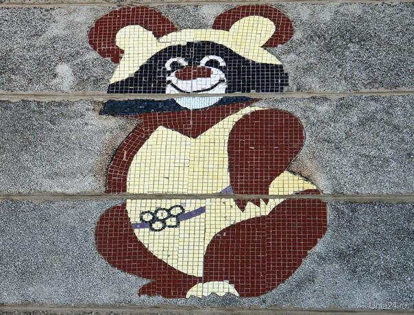Второй мозаичный Олимпийский мишка на доме 6 по Чибьюскому переулку. Разное Ухта