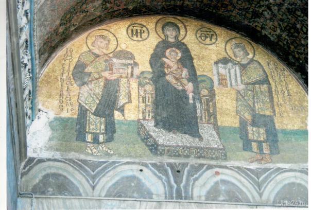 Мозаика.Императоры Константин и Юстиниан перед Богородицей.  Храм Святой Софии.Стамбул     Ухта