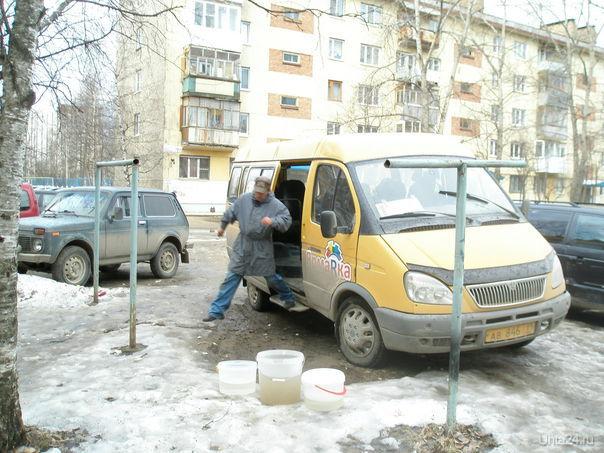 Санитарная уборка автосалона пассажирской Газели во дворе дома.  Ухта