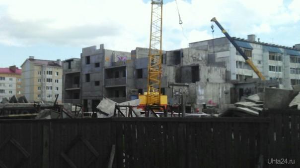 Недострой по Тиманской,половина здания уже почти разобрана  Ухта