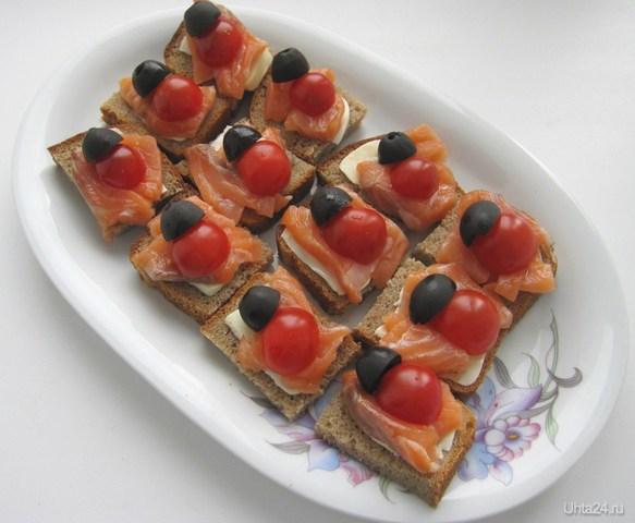 Легкая закуска: Кусочек черного хлебушка помазать маслицем, положить семгу, на нее половинку маслинки, и половинку помидорки черри. Очень вкусно! Честное слово. Попробуйте, если не верите. Разное Ухта