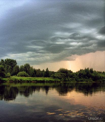 Вечер. Молния. Река. Природа Ухты и Коми Ухта