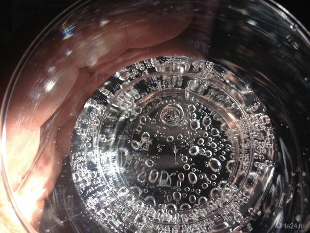 стакан с минералкой  фоткал летев в самолете   фотографировал 4s, так мало ли для информации кому то интересно будет :)  Разное Ухта