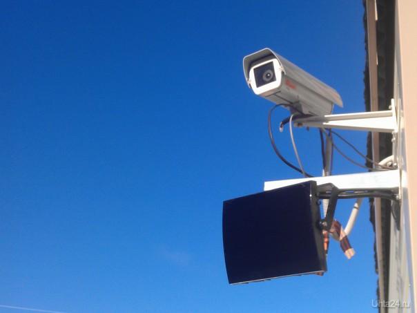 вопрос знатокам.Что это за экран под камерой и для чего он нужен? Разное Ухта