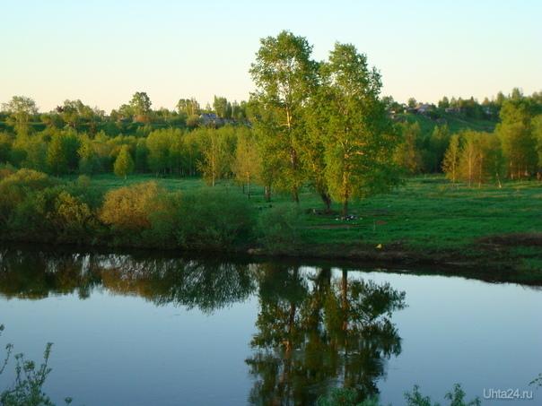 За детским парком Природа Ухты и Коми Ухта