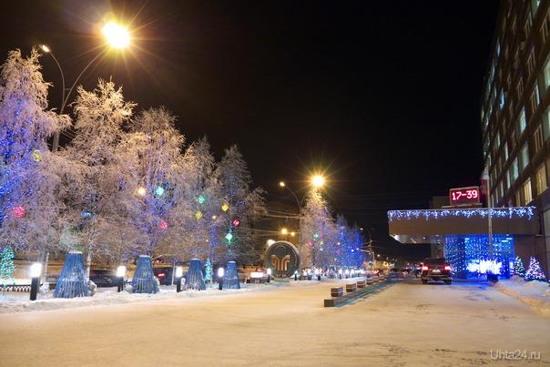 """Фото декабрьское, но в новогоднюю тему. Тут мне особенно понравились """"хрустальные"""" деревья. Улицы города Ухта"""
