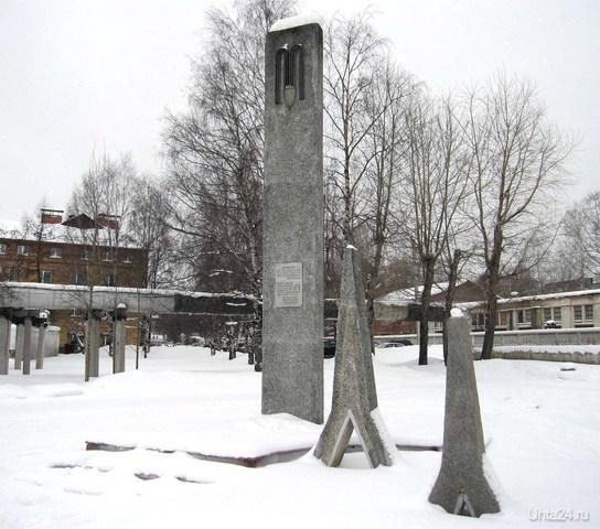 Памятник расположен по течению реки