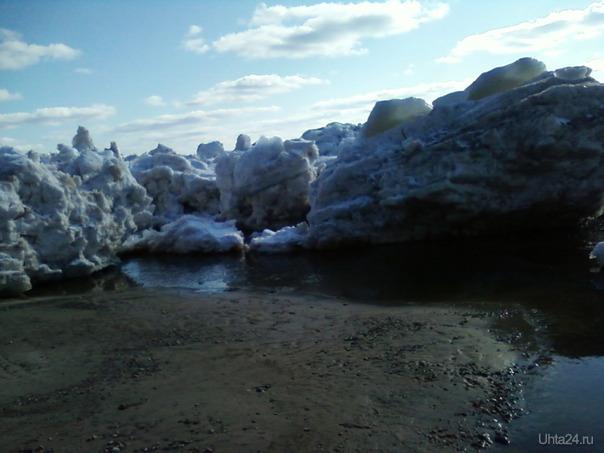 Айсберги на переправе Вуктыл-Ухта  Ухта
