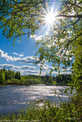 Река Ухта сегодня. В такую жару искупаться - одно удовольствие, хотя, вода холодная, зато хариус на перекатах отличный ловит, рыбаки на лодке подтвердили. Природа Ухты и Коми Ухта