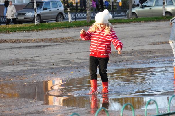 Девочка в красных сапожках  Ухта