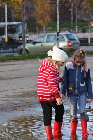 Девочки в красных сапожках  Ухта