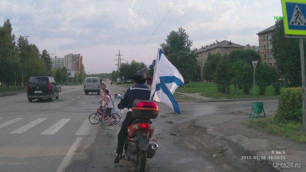 день ВМФ,матрос в зимней шапке на скутере с андреевским флагом Мероприятия Ухта