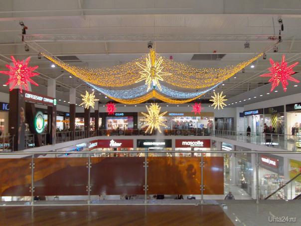 Новогоднее украшение в торговом центре Ярмарка  Ухта