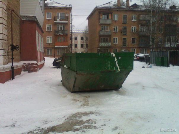 Потеряли мусорный контейнер, во двор теперь не заехать....  Ухта