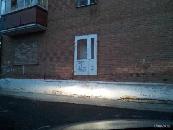 А это, наверное, аварийный выход одного из домов по ул. Юбилейная.  Ухта