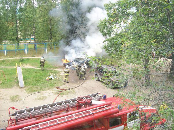 Во дворе дома сгорел автомобиль 2115  Ухта