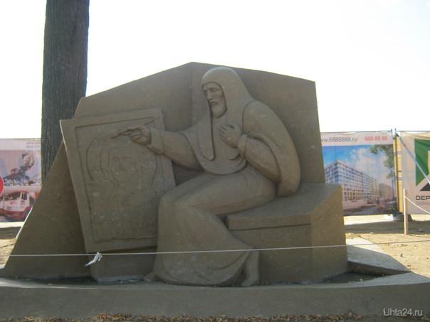 Иконописец. Фестиваль скульптур из песка в Петербурге.  Ухта