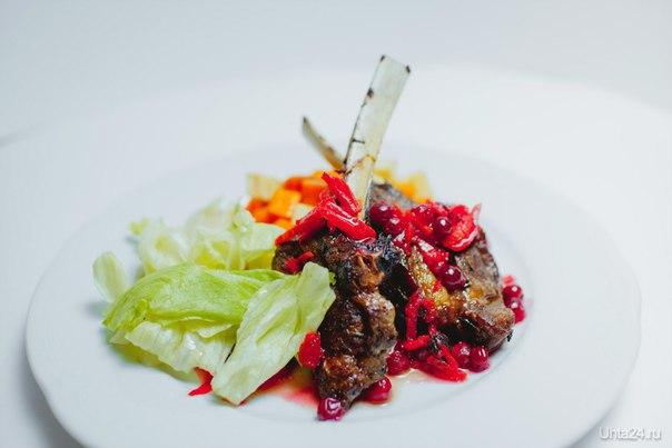Каре австралийского барашка с овощным гарниром  Ухта