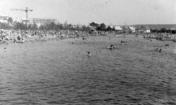 Второй бывший массовый пляж в парке КиО со стороны Почтовой. Июль 1966 г. Автор фото: Агзам Гиниятуллович Хамидуллин.  Ухта