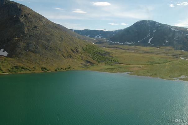 озеро в горах  Ухта