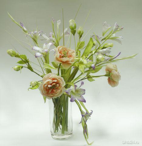 Желты розы...бутонные розы...колокольчики и гладиолусы...все, что собрал этот букет. Материалы - только натуральные ткани ( шелк)  Ухта