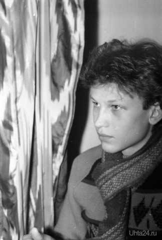 """Глеб Морозов. Родился 27 июня 1968 года в городе Ухта. Окончил Театральное училище имени Б.В. Щукина в 1990 году. Снялся в трёх фильмах: """"Корабль"""" (1988); """"Это мы, господи"""" (1990); Свистун (1993). Ушёл из жизни 2 августа 2007 года  Ухта"""