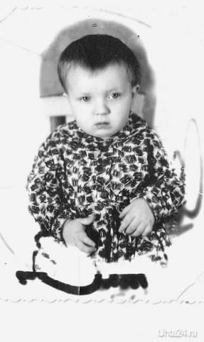 Мне два годика. Так захотелось вернуться в детство.Дети на старых фото все такие наивные,смешные. Милые очаровашки.  Ухта