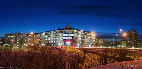 Вечерняя панорама Ухты. Слева можно увидеть яркую спутницу встречающих закат - Венеру :)  Ухта
