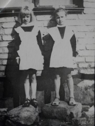 Первый раз в первый класс! Это 67 год в Башкирии. Рядом подружка Лида. Судя по отвисшей губе, мне не слишком понравилось)) За фотографа был старший брат.  Ухта