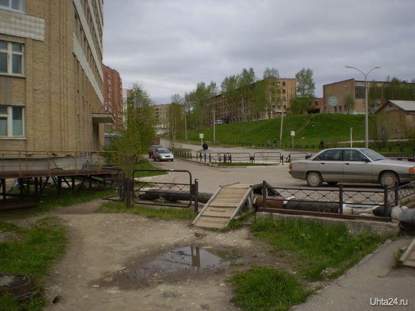 ул. Советская   (роддом слева, ПТУ-30 справа)  Ухта