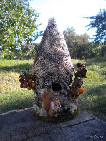 """Домик из бересты(с собой привезла) с """"нашими"""" травками и грибами.  Ухта"""