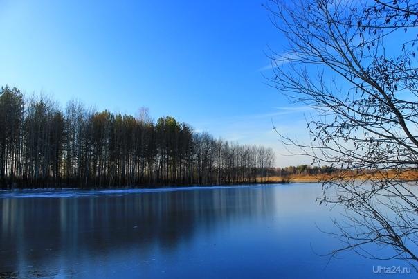 Синий лёд, синее небо. На озере в Максаковке  Ухта
