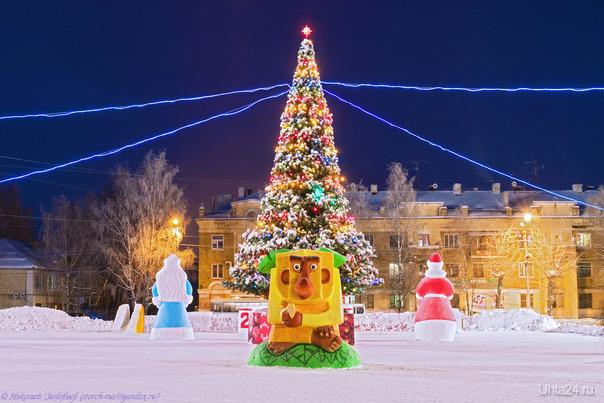 Ёлочка на Первомайской площади. Улицы города Ухта