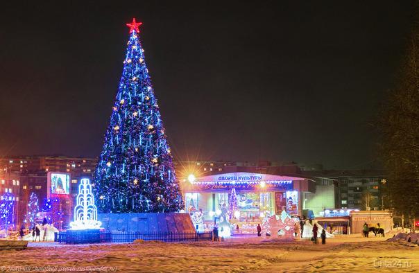 Ёлочка на Комсомольской площади.  Ухта