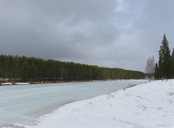 Вот такая сейчас река в   поселке Шуда-яг.Серо-голубой лед. Природа Ухты и Коми Ухта