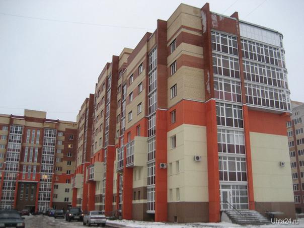 """Здание, где располагается гостиница """"Сердолик"""". Это новый микрорайон города Ухта. Улицы города Ухта"""