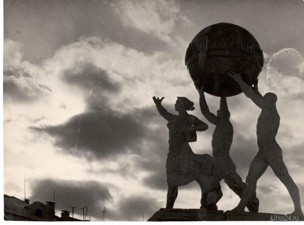 Прошлое города УХТА -Памятник Мира (в простонародье- Памятник троим непьющим) на ул. Мира  Ухта