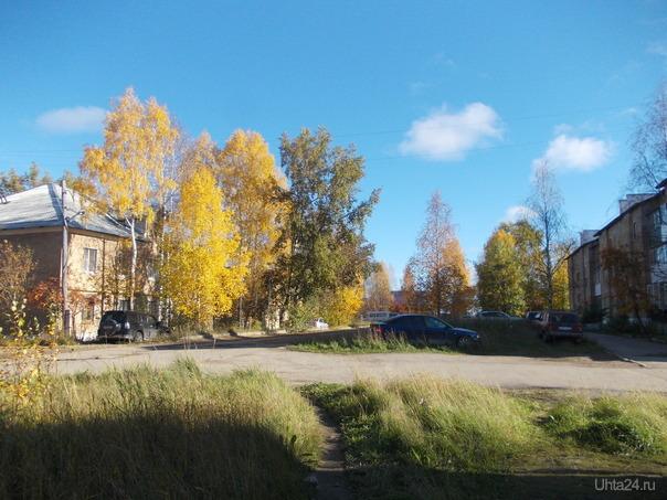 В ясную погоду симпатична и осень.  Улицы города Ухта