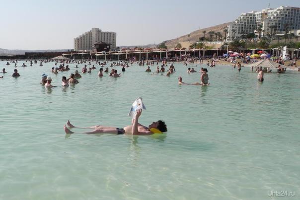 Вася читает газету на Мёртвом море. Мир глазами ухтинцев Ухта